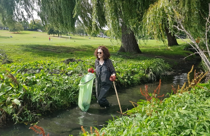 Villiers takes part in clean up of local waterway
